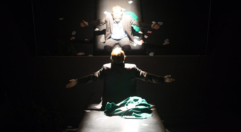 Nel buio per far luce. Slot machine del Teatro delle Albe