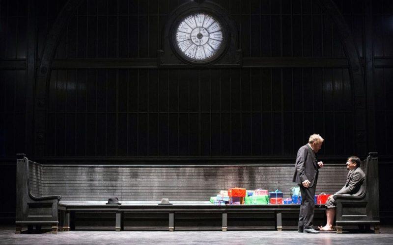 Di vita, morte e treni in corsa: L'uomo dal fiore in bocca di Gabriele Lavia