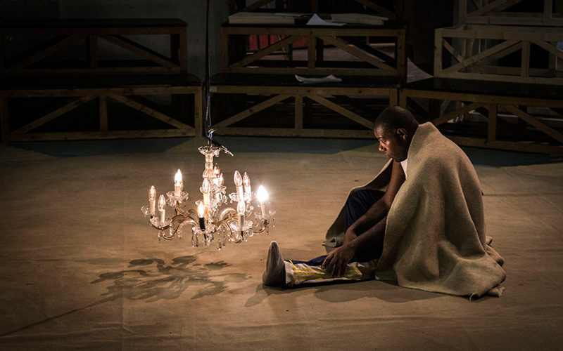 """Benvenuti al circo crudele dei sentimenti (e della morte). """"Otello circus"""" di Antonio Viganò"""