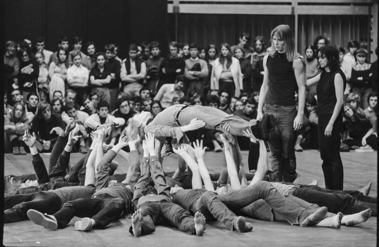 Le comunità teatrali: Laban, il Living, il teatro in quarantena